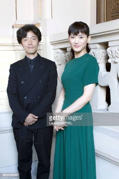 L'actrice japonaise Haruka Ayase et le réalisateur japonais Shinsuke Sato durant l'avant première du film 'Bannô kanteishi Q Mona Lisa no hitomi' à...
