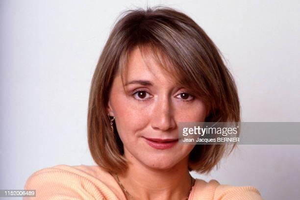 L'actrice MarieAnne Chazel chez elle à Paris en novembre 1984 France