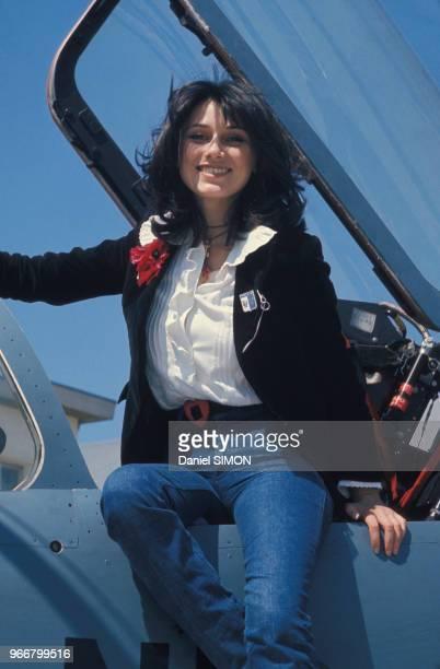 L'actrice MarieHélène Breillat lors du baptême de l'air en 'Mirage F1' le 27 avril 1975 à Orange France