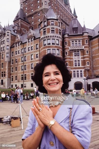 L'actrice MarieJosé Nat devant le Château Frontenac en septembre 1993 à Québec Canada