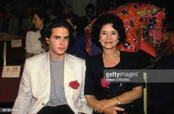 L'actrice MarieJose Nat et son fils Aurelien au defile HauteCouture AutomneHiver 19931994 le 16 juillet 1993 a Paris France