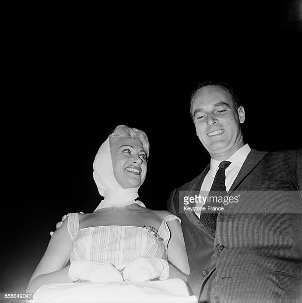 L'actrice Martine Carol et son époux le docteur André Rouveix arrivent à Orly France le 10 septembre 1959