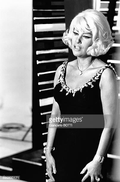 L'actrice Martine Carol invitée du show 'Aznavour' en septembre 1966 à Paris France