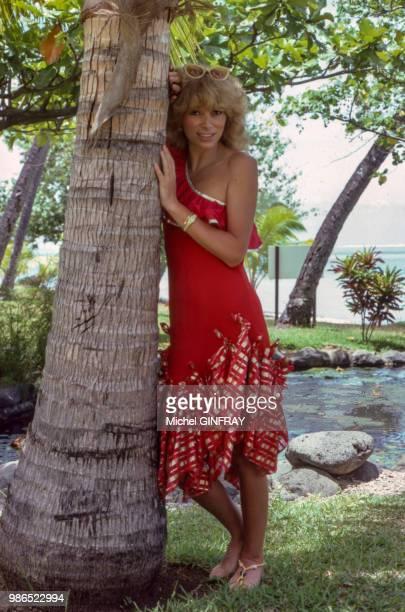 L'actrice Mireille Darc en vacances au Kenya en juillet 1981