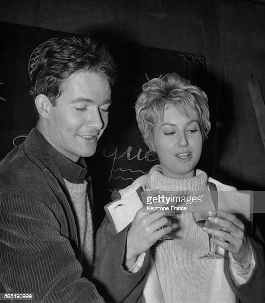 L'actrice Mylène Demongeot avec Jacques charrier lors du 26ème anniversaire de ce dernier à Paris France le 7 novembre 1962
