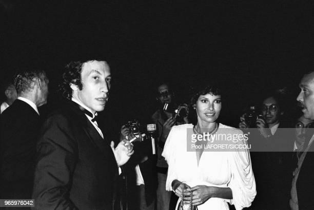 L'actrice Raquel Welch et son mari André Weinfeld sont venus assister à l'hommage rendu à Gene Kelly au Théâtre du RondPoint des ChampsElysées le 18...
