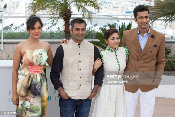 L'actrice Richa Chadda le réalisateur Neeraj Ghaywan l'actrice Shweta Tripathi et l'acteur Vicky Kaushal lors du photocall du film 'Masaan' pendant...