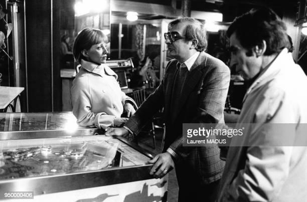 L'actrice Stéphane Audran et et et le réalisateur Claude Chabrol pendant le tournage du film Folies bourgeoises à Paris en France en décembre 1975