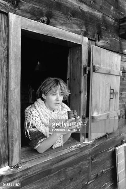 L'actrice suisse Anne Bennent le 10 janvier 1980 dans la maison de vacances de sa famille à Valais en Suisse
