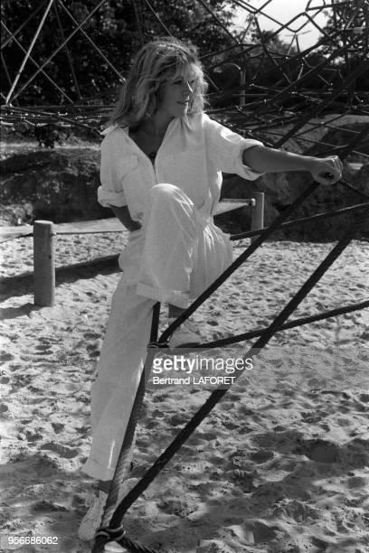 L'actrice suisse Anne Bennent à vélo lors du tournage du film 'Lulu' le 1er octobre 1979 à Berlin Allemagne