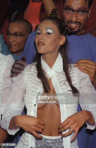 L'actrice Vanessa Demouy lors du defile JeanPaul Gaultier le 4 septembre 1994 a Paris France