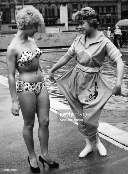 L'actrice Vera Day en maillot de bain regarde avec surpise la nouvelle combinaison d'été portée par l'actrice Shani Wallis au gala organisé à la...