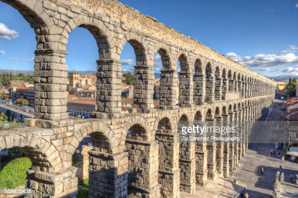 acueducto - segovia stock pictures, royalty-free photos & images