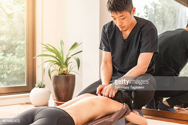 acupuncture session - body massage japan stock pictures, royalty-free photos & images