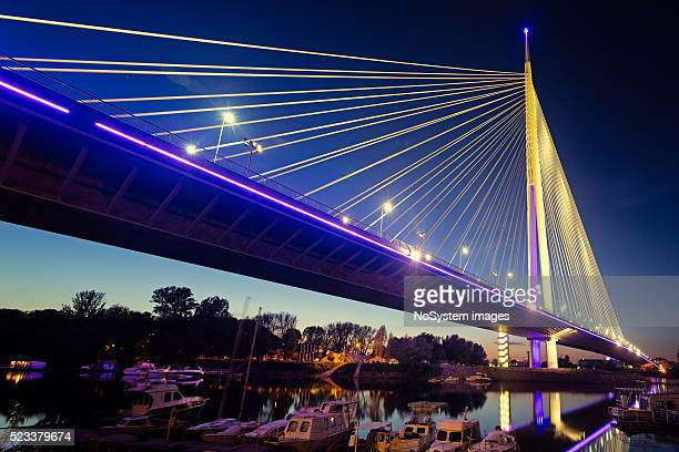 ada bridge at night, belgrade, serbia - servië stockfoto's en -beelden