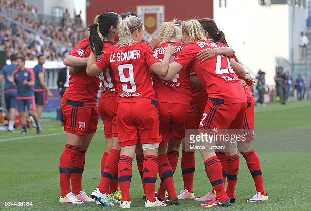 Ada Hegerberg of Olympique Lyonnais celebrates her goal with his teammates during the UEFA Women's Champions League Final VfL Wolfsburg and Olympique...