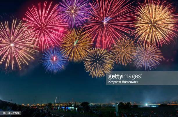 adachi fireworks festival - fuegos artificiales fotografías e imágenes de stock