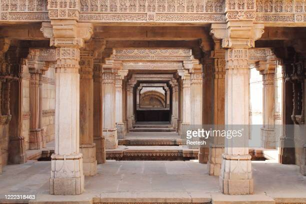 adalaj stepwell or rudabai stepwell a fine example of indian architecture - ahmedabad stock pictures, royalty-free photos & images