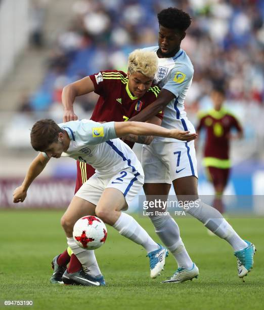 Adalberto Penaranda of Venezuela battles with Jonjoe Kenny and Josh Onomah of England during the FIFA U20 World Cup Korea Republic 2017 Final between...