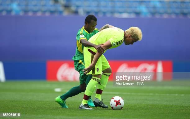 Adalberto Penaranda of Venezuela holds off a challenge from Gregory Patrick of Vanuatu during the FIFA U20 World Cup Korea Republic 2017 group B...