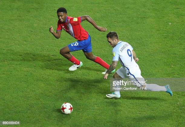 Adam Armstrong of England is chased by Yostin Salinas of Costa Rica during the FIFA U20 World Cup Korea Republic 2017 Round of 16 match between...
