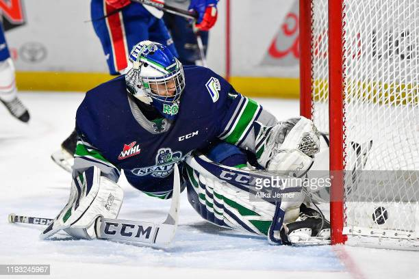 Adam Beckman of the Spokane Chiefs gets the puck past Roddy Ross of the Seattle Thunderbirds during the first period match at the accesso ShoWare...