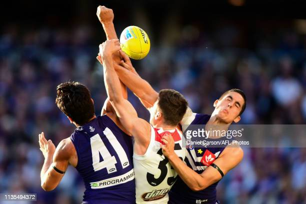 Adam Cerra of the Dockers spoils in a contest with Jack Sinclair of the Saints during the 2019 AFL round 03 match between the Fremantle Dockers and...