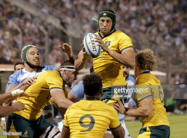 Adam Coleman of Australia catches the ball during a match between Argentina and Australia as part of The Rugby Championship 2018 at Estadio Padre...