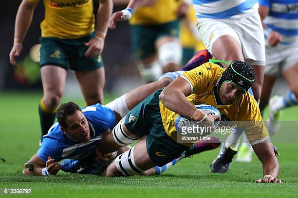 Adam Coleman of Australia scores the first try during The Rugby Championship match between Argentina and Australia at Twickenham Stadium on October 8...