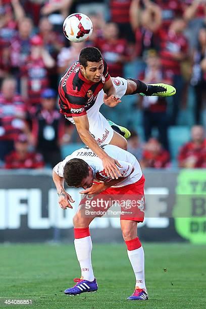 Adam D'Apuzzo of the Wanderers competes with Harry Kewell of the Heart during the round nine ALeague match between the Western Sydney Wanderers and...