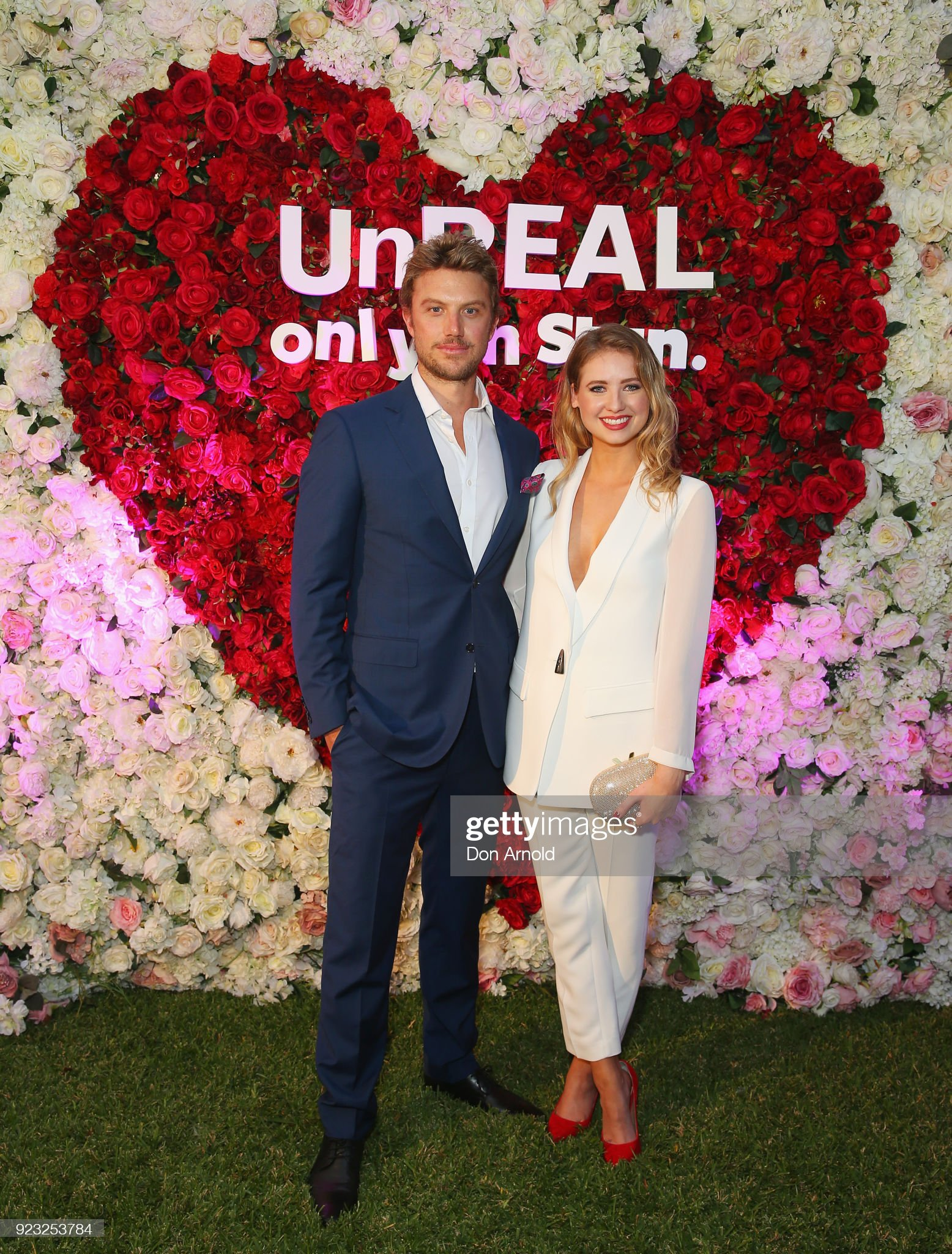 ¿Cuánto mide Adam Demos? - Altura - Real height Adam-demos-and-kassandra-clementi-attends-the-unreal-australian-on-picture-id923253784?s=2048x2048