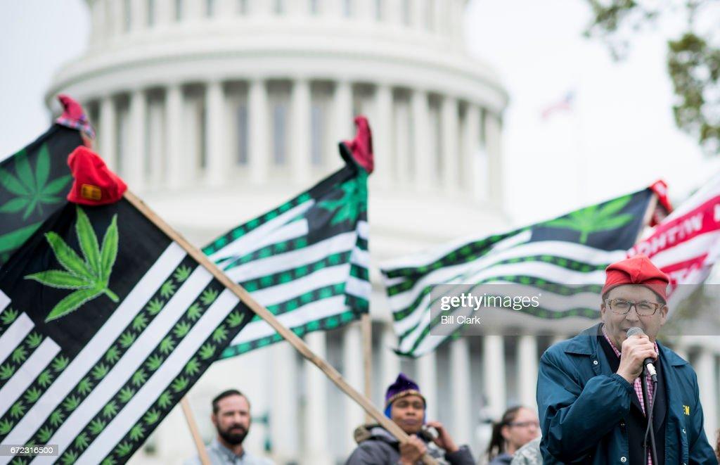 Marijuana Protest at Capitol : Fotografía de noticias