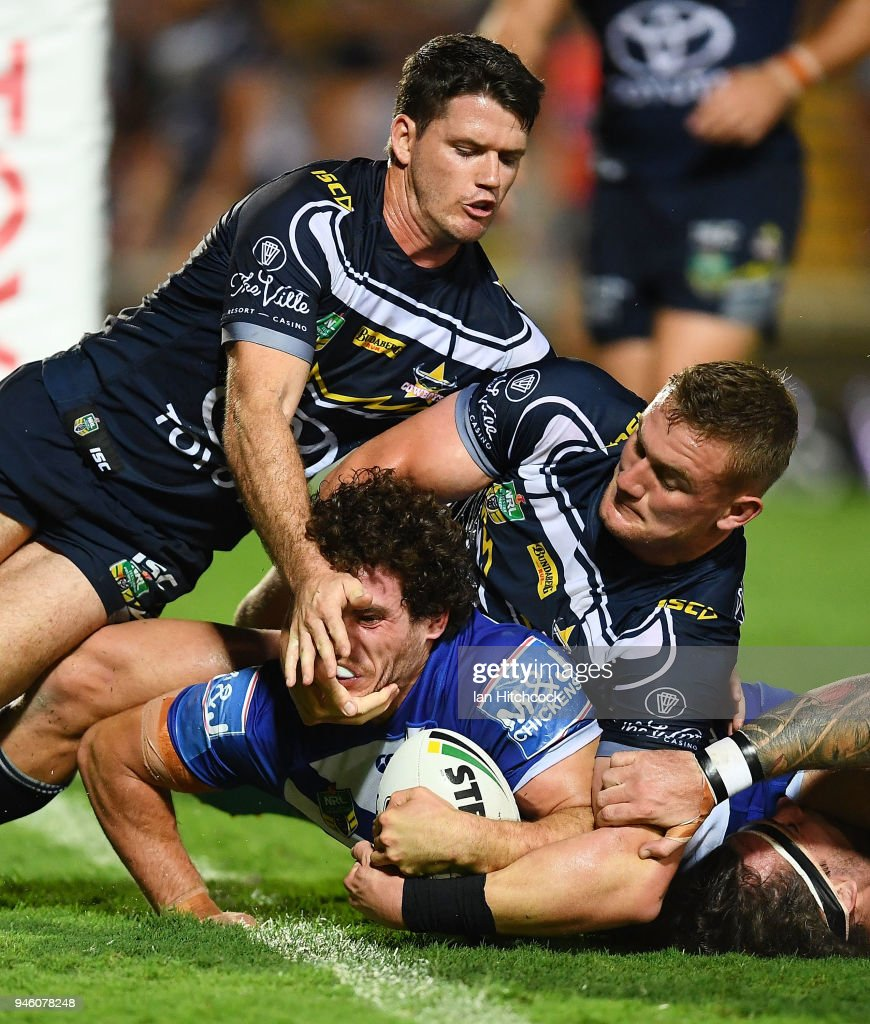Adam Elliott of the Bulldogs scores a try during the round six NRL match between the North Queensland Cowboys and the Canterbury Bulldogs at 1300SMILES Stadium on April 14, 2018 in Townsville, Australia.