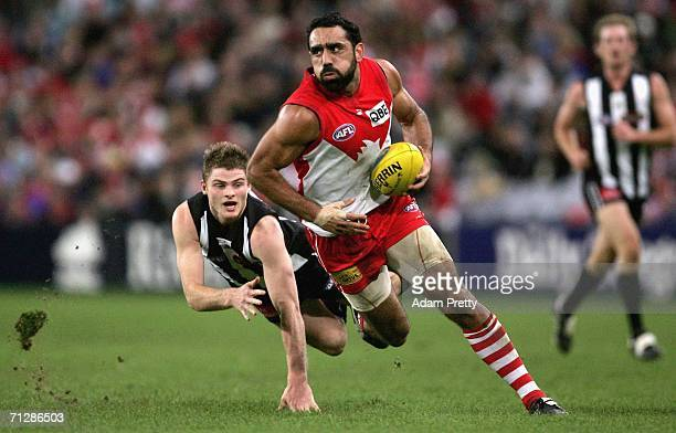 Adam Goodes of the Swans runs during the round 12 AFL match between the Sydney Swans and the Collingwood Magpies at Telstra Stadium June 24 2006 in...