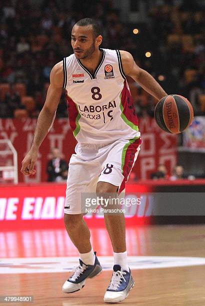 Adam Hanga #8 of Laboral Kutxa Vitoria in action during the 20132014 Turkish Airlines Euroleague Top 16 Date 11 game between Olympiacos Piraeus v...