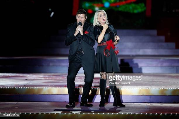 Adam Harvey and Beccy Cole perform during Woolworths Carols in the Domain on December 17 2017 in Sydney Australia Woolworths Carols in the Domain is...