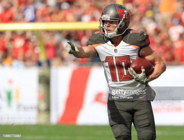 Adam Humphries of the Tampa Bay Buccaneers points ahead after a lateral pass from Ryan Fitzpatrick during the first quarter against the Washington...