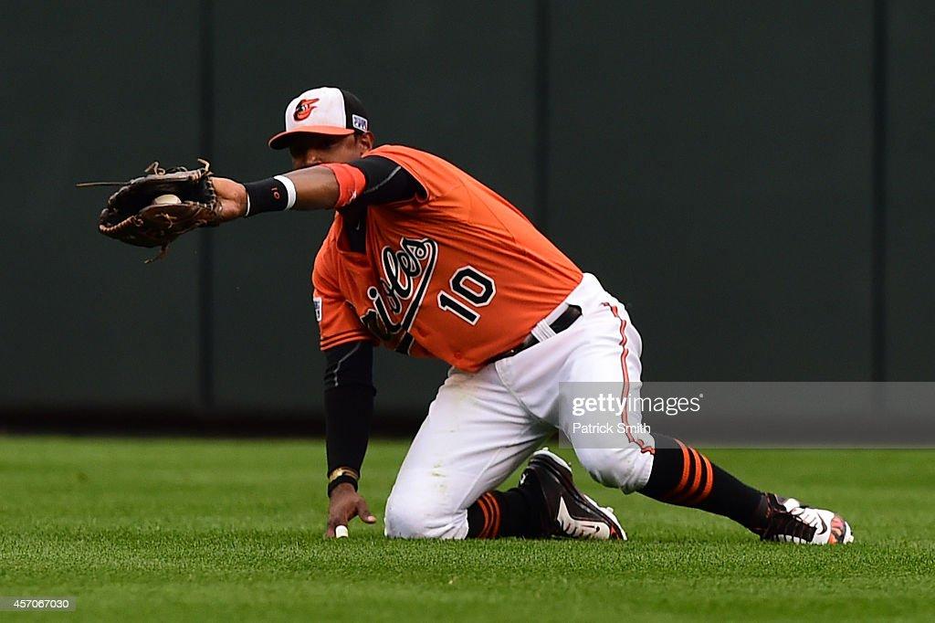 ALCS - Kansas City Royals v Baltimore Orioles - Game Two : News Photo