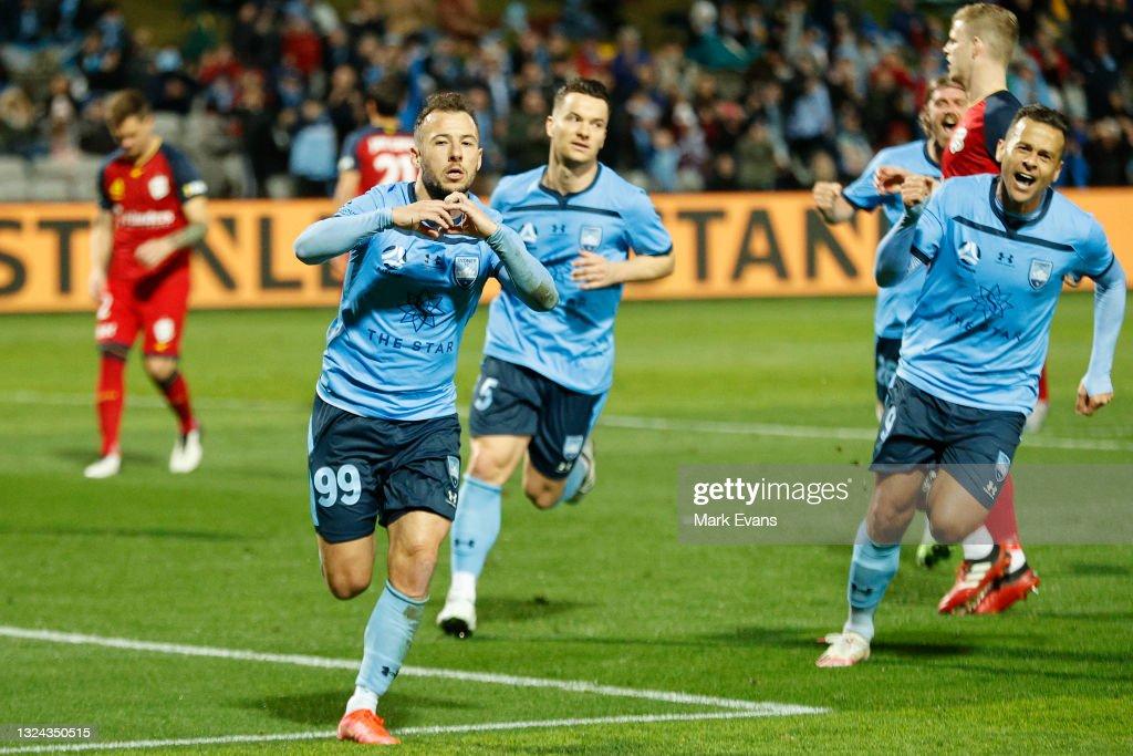A-League Semi-Final - Sydney v Adelaide : News Photo
