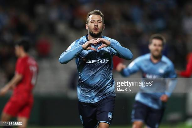 Adam Le Fondre of Sydney FC celebrates scoring a goal during the AFC Asian Champions League match between Sydney FC and Shanghai SIPG at Netstrata...