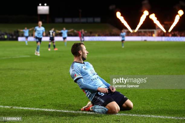 Adam Le Fondre of Sydney FC celebrates scoring a goal during the A-League Semi Final match between Sydney FC and the Melbourne Victory at Netstrata...
