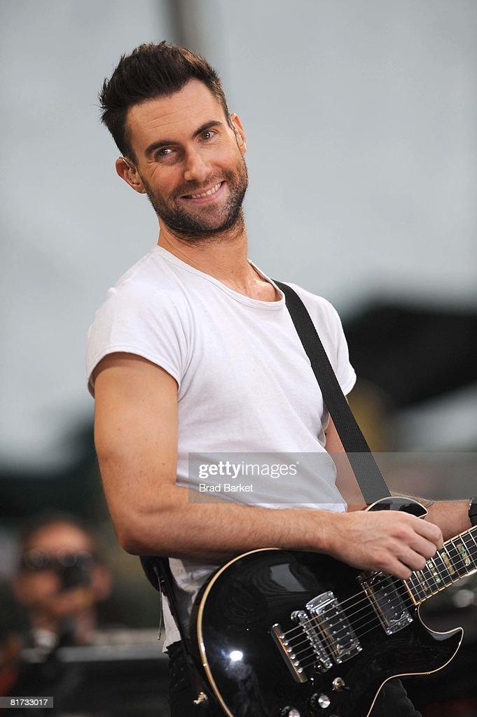 Maroon 5 Perform On ABC's 'Good Morning America' : News Photo
