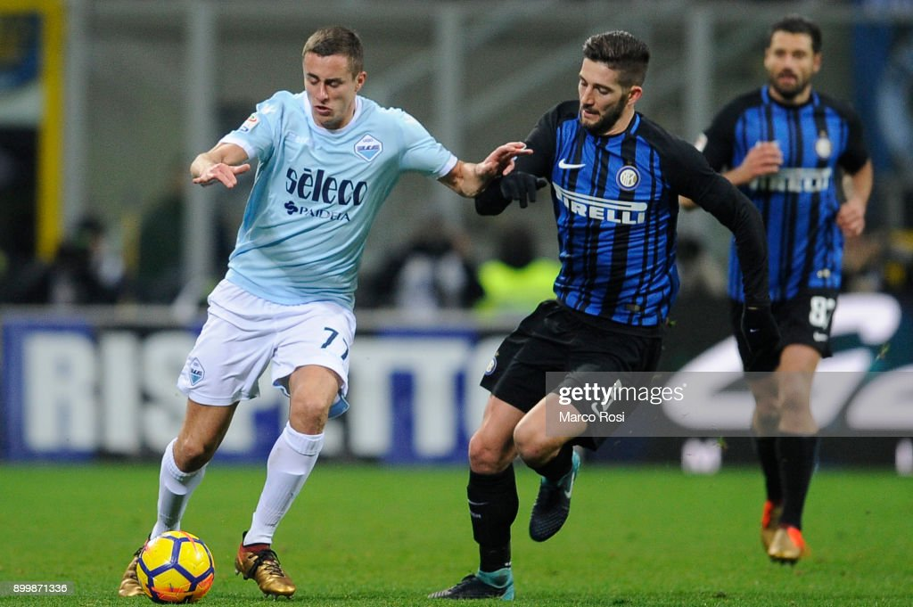 Adam Marusic of SS Lazio compete for the ball with Roberto Gagliardini of FC Internazionale during the serie A match between FC Internazionale and SS Lazio at Stadio Giuseppe Meazza on December 30, 2017 in Milan, Italy.