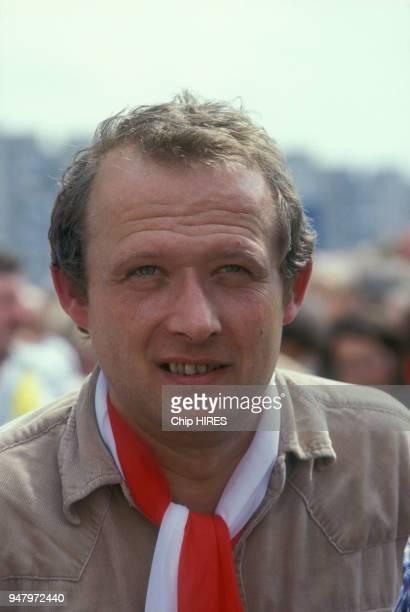Adam Michnik lors de la visite du pape JeanPaul II à Gdansk le 12 juin 1987 Pologne