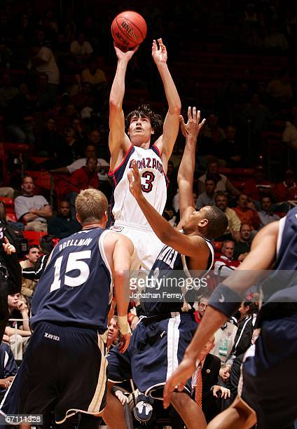 Adam Morrison of the Gonzaga Bulldogs attempts a shot Justin Cage and Justin Doellman of the Xavier Musketeers during the First Round of the 2006...