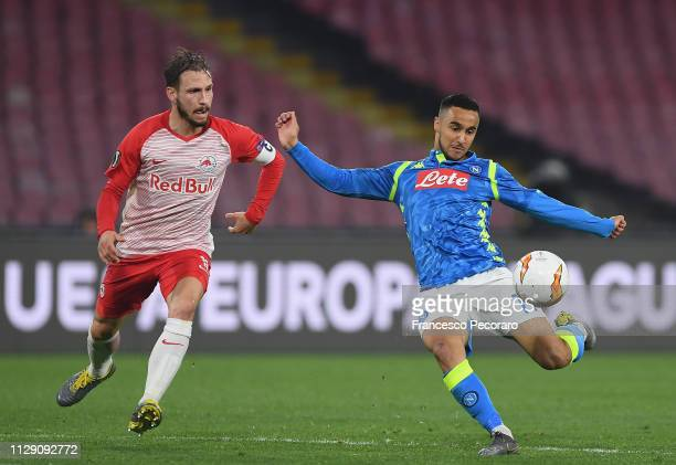 Adam Ounas of SSC Napoli vies Andreas Ulmer of Red Bull Salzburg during the UEFA Europa League Round of 16 First Leg match between SSC Napoli and Red...