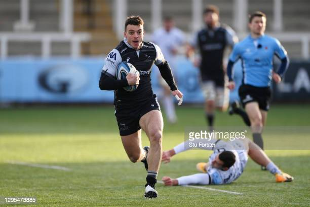 Adam Radwan of Newcastle Falcons breaks away after an attempted tackle from Jonny May of Gloucester on the way to scoring his sides first try during...