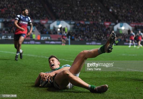 Adam Radwan of Newcastle Falcons scores his sides third try during the Gallagher Premiership Rugby match between Bristol Bears and Newcastle Falcons...