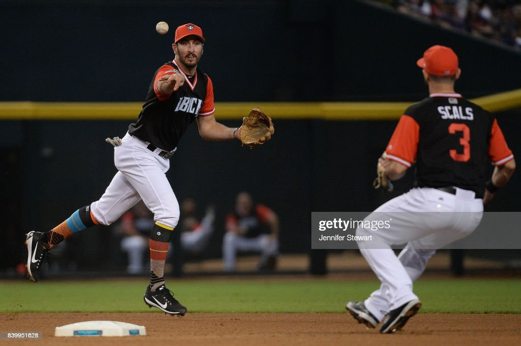 Adam Rosales #9 of the Arizona Diamondbacks tosses the ball to Daniel Descalso #3 to turn the double play against the San Francisco Giants in the fourth inning at Chase Field on August 27, 2017 in Phoenix, Arizona.