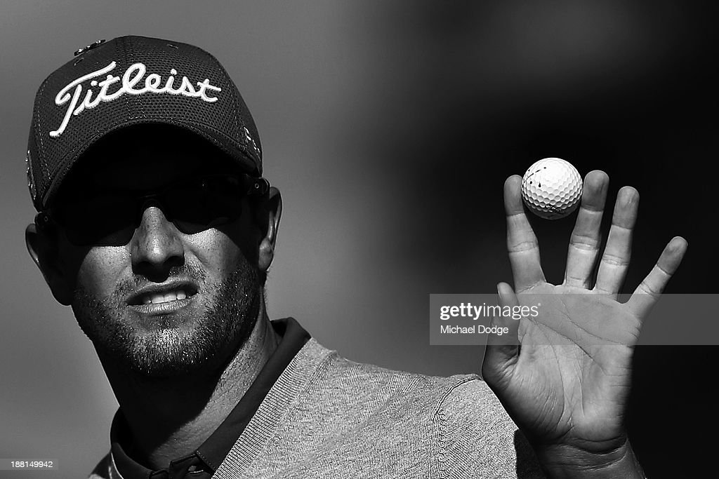 Adam Scott of Australia waves to the crowd on the 18th hole during round three of the 2013 Australian Masters at Royal Melbourne Golf Course on November 16, 2013 in Melbourne, Australia.